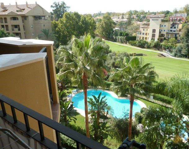 . GREAT APARTMENT WITH SOUTH ORIENTATION.  Situated in a magnific urbanization in Guadalmina Alta, o,Spain