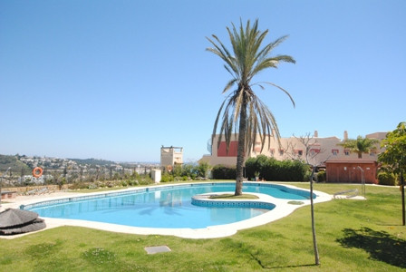 Very spacious 2 bedroom, 2 bathroom top floor duplex apartment with large, private roof terrace. The,Spain