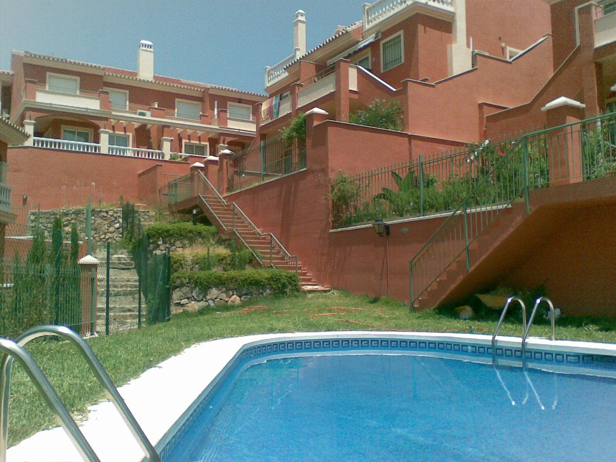 Great semi-detached Chalet divided into 4 floors on a large plot of 130m2 with great construction qu, Spain
