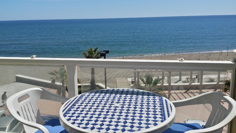 Frontline beach apartment located in a quiet area of Fuengirola 71,40 sqm Facing south. Bright 2 bed, Spain
