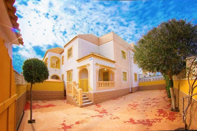 Semi detached villa with northeast orientation, located in a big urbanization in Torrevieja. The pro, Spain