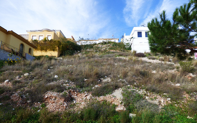 This 460m2 plot is ideally situated in a popular residential area of Benalmadena and has easy access, Spain