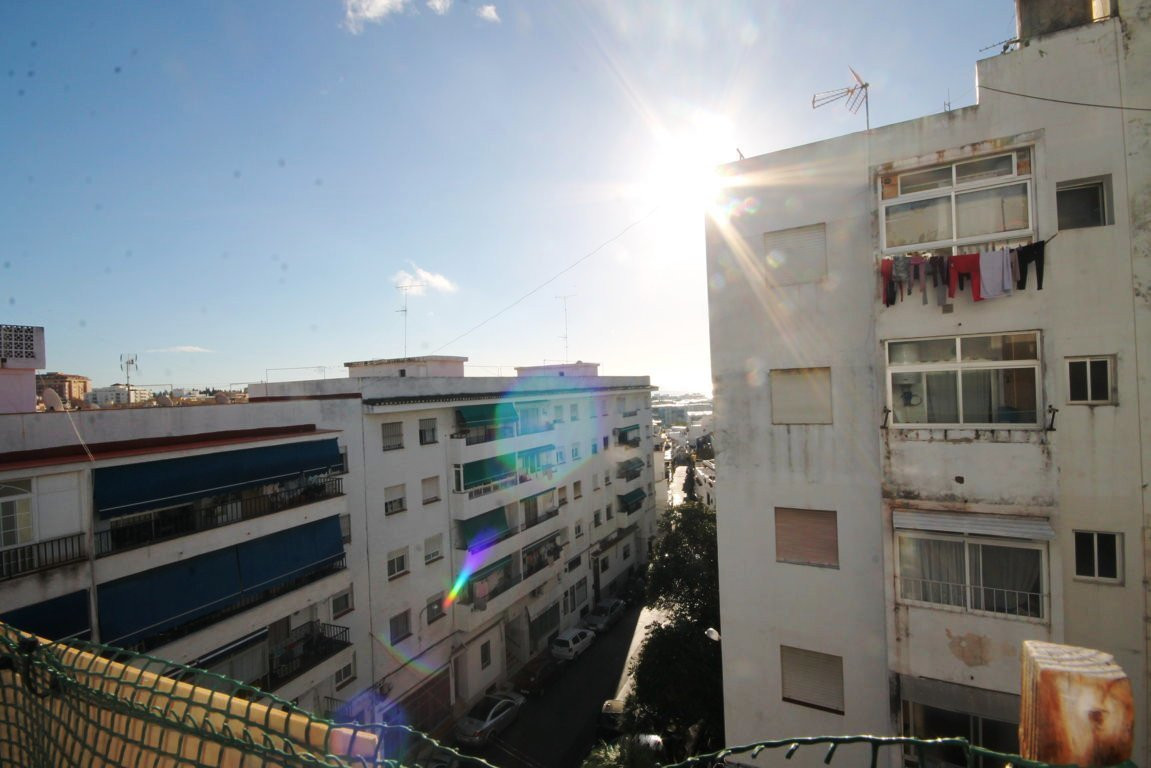 3 bedroom apartment in Miraflores area  This spacious three bedroom and one bathroom apartment is lo,Spain