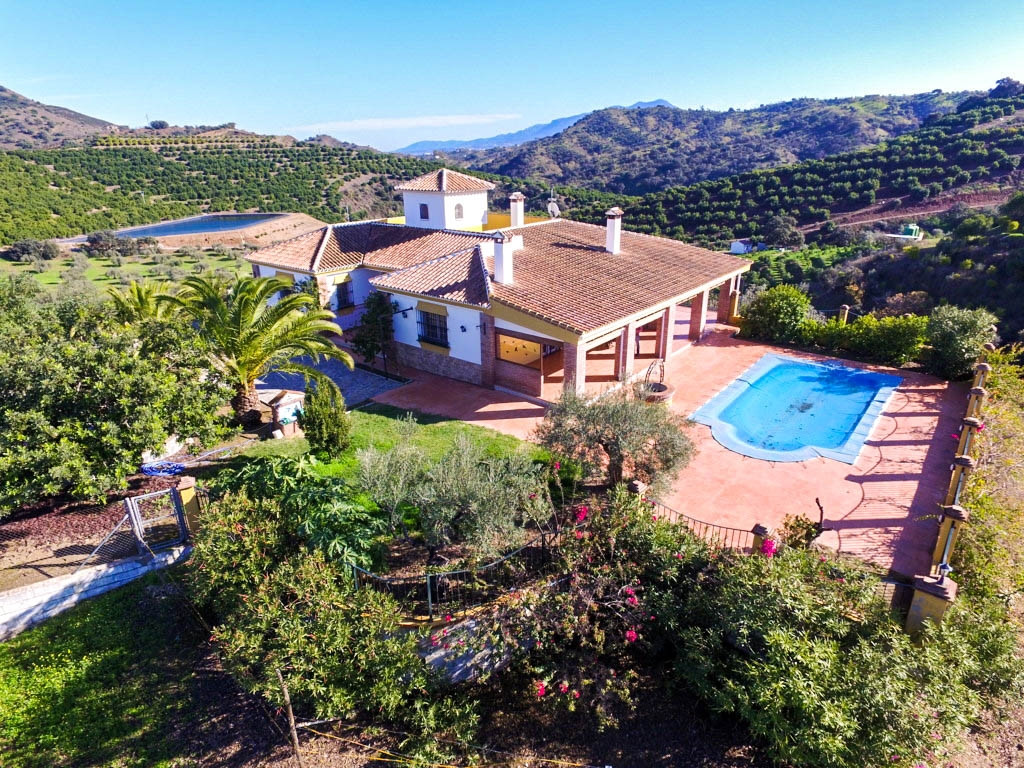 Large and solid Finca with stables, huge garage and very well located with beautiful views!!!  It is, Spain