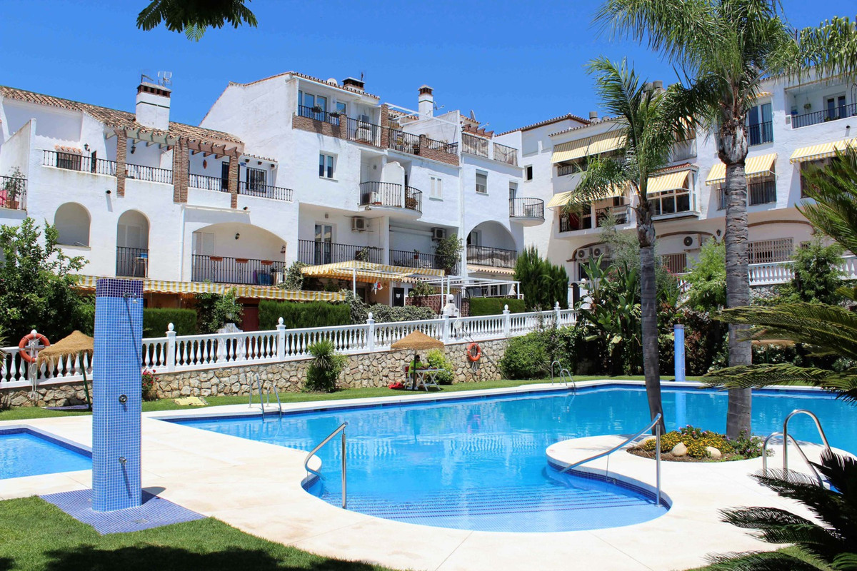 This is an amazing opportunity to take ownership of a large and multipurpose residence in a fantasti, Spain