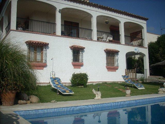 Villa - Detached, Estepona, Costa del Sol. 4 Bedrooms, 3.5 Bathrooms, Built 280 sqm, Garden/Plot 690,Spain