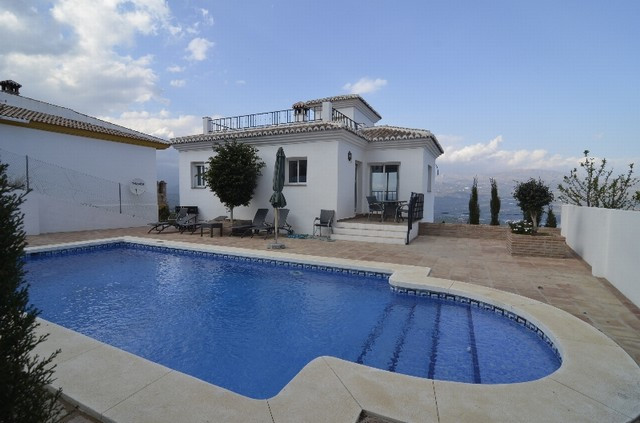 Villa in quiet area with spectacular views towards the mountains and Lake la Vinuela. The villa was ,Spain