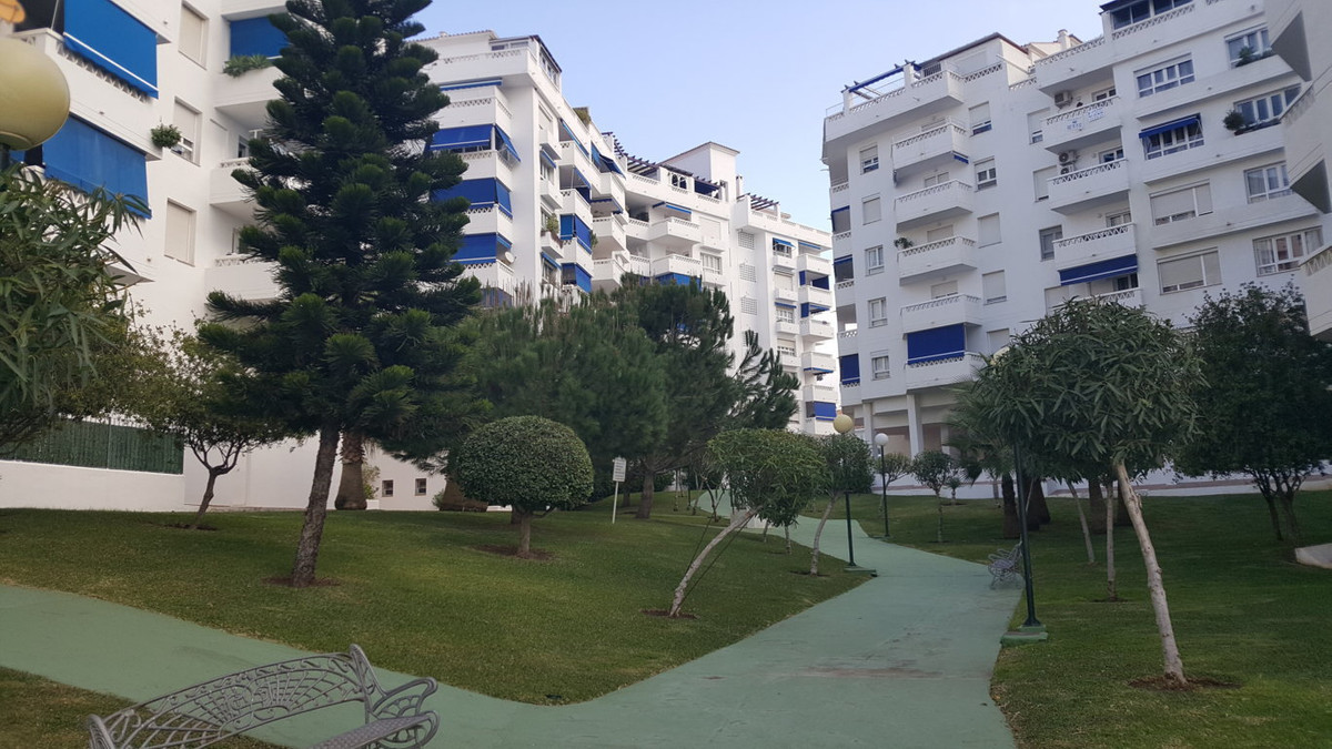 Large apartment in Nueva Andalucia near to golf courses, schools, restaurants, shops etc. A few minu Spain