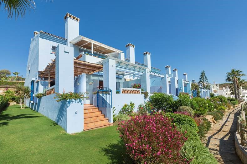 Magnificent semi-detached townhouse of beautiful design. FRONT LINE GOLF and SEA. Located in an inco,Spain