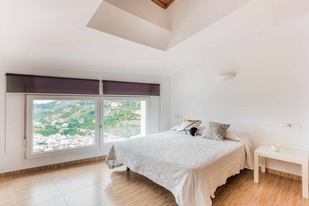 Fantastic place to live in a relaxed, peaceful atmosphere and very close to Marbella.  Feel the happ,Spain