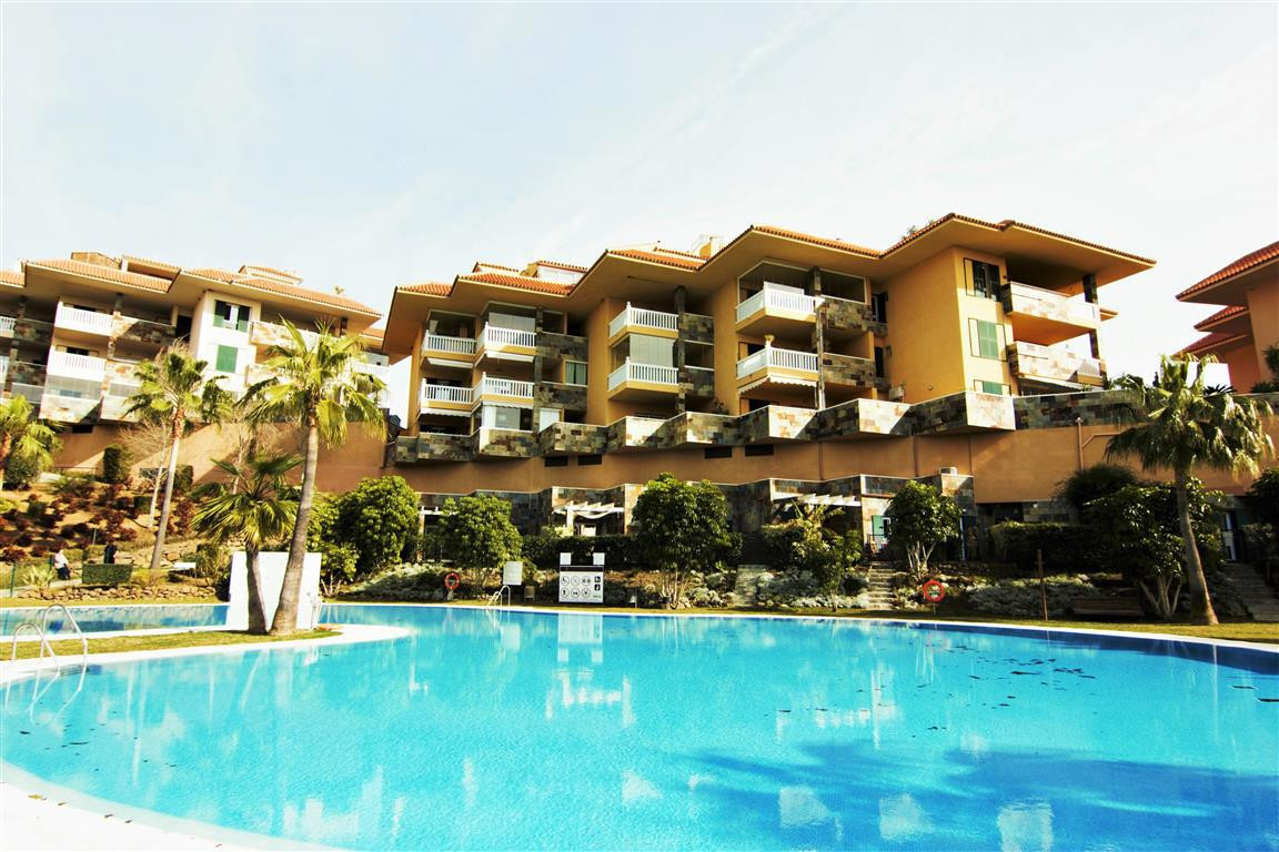 RESERVA DEL HIGUERON - WELL PRESENTED 2 BED AND 2 BATH APARTMENT WITHIN AN EXCLUSVE DEVELOPMENT!  Th,Spain