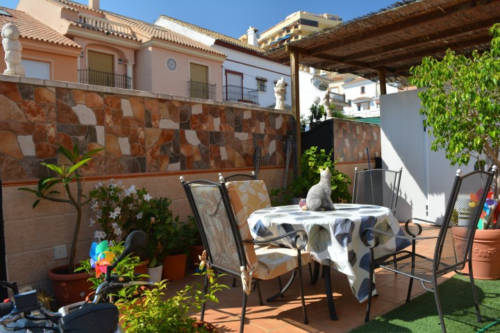 Nice and very bright townhouse in the area of Los Pacos in Fuengirola, Malaga.  Located in one of th, Spain