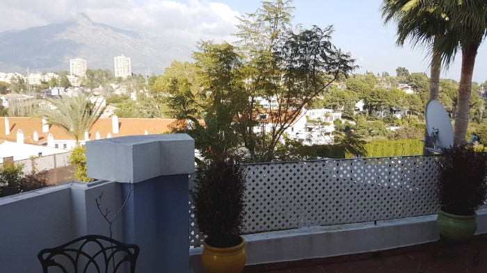 Magnificent apartment totally renovated with excellent qualities. Located in one of the best areas o,Spain
