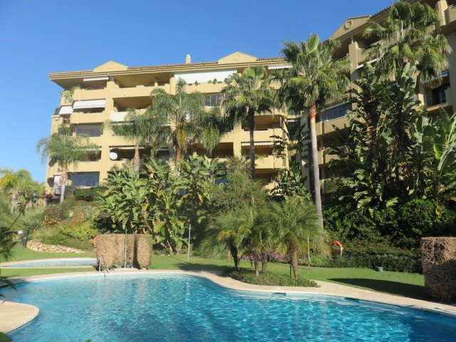 Frontline Golf 2 bedroom apartment with sunny terrace in Guadalmina, Marbella. This well maintained , Spain