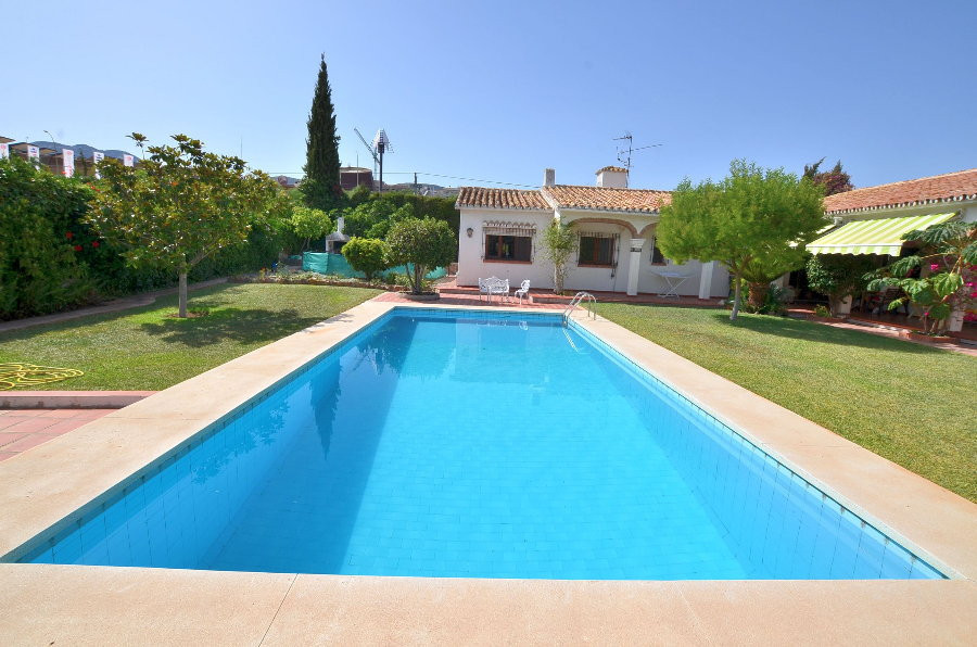 DRASTIC REDUCTION FROM 748.000 € TO 620.000 € FOR A QUICK SALE!  VILLA WITH HUGE PLOT OF 1.560 M2! L, Spain