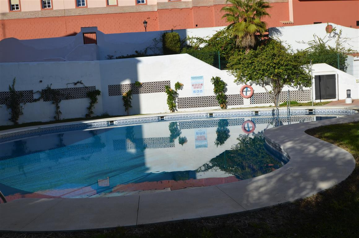 BARGAIN!!! Ground floor apartment with terrace, within walking distance to the beach, the port of La, Spain