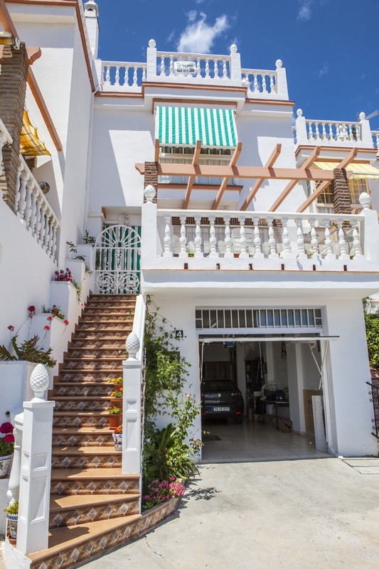 Mijas Costa , area Lagarejo , townhouse for sale 4 bedrooms. Has 2 floors with 3 bedrooms, 2 baths, , Spain