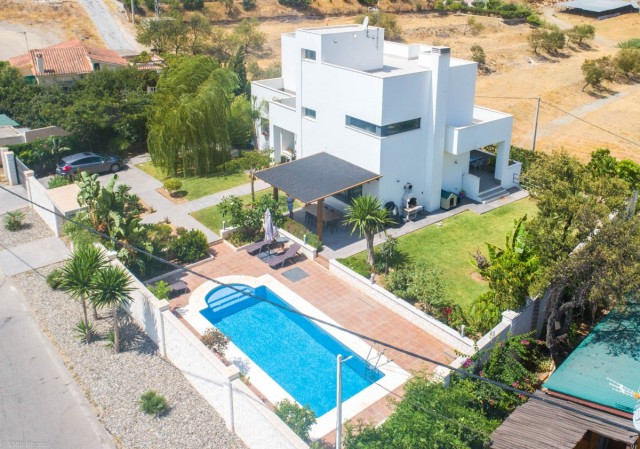 Modern Villa with large basement with the possibility of converting into an independent apartment lo, Spain