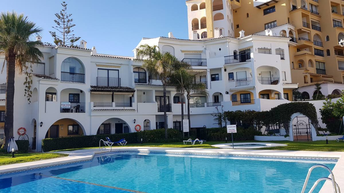 NEWLY REFURBISHED PROPERTY direct access to the beach and communal beachside pool - Puerto Cabopino ,Spain
