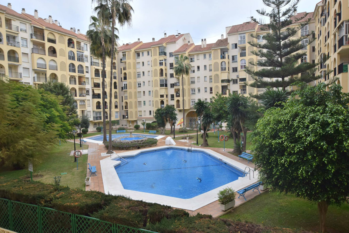 """Apartment located in Fuengirola Centre, in urbanization """"Las Camelias"""" within a few steps ,Spain"""