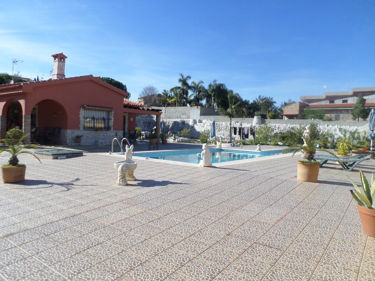 For sale fantastic detached villa with 4 bedrooms, each with bathroom in the room. This villa has a , Spain