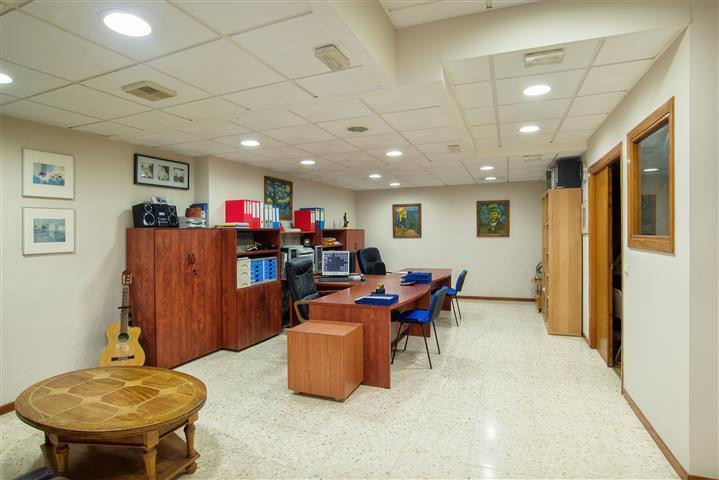 OFFICE IN RICARDO SORIANO, MARBELLA, NEXT TO HACIENDA AND POSTAL OFFICE. 80 SQUARE METERS WITH OFFIC, Spain