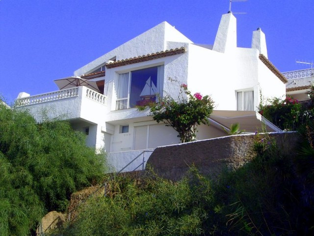 Originally listed for 1.590.00€ and recently reduced to 985.000€ for a quick sale. Beautiful propert,Spain