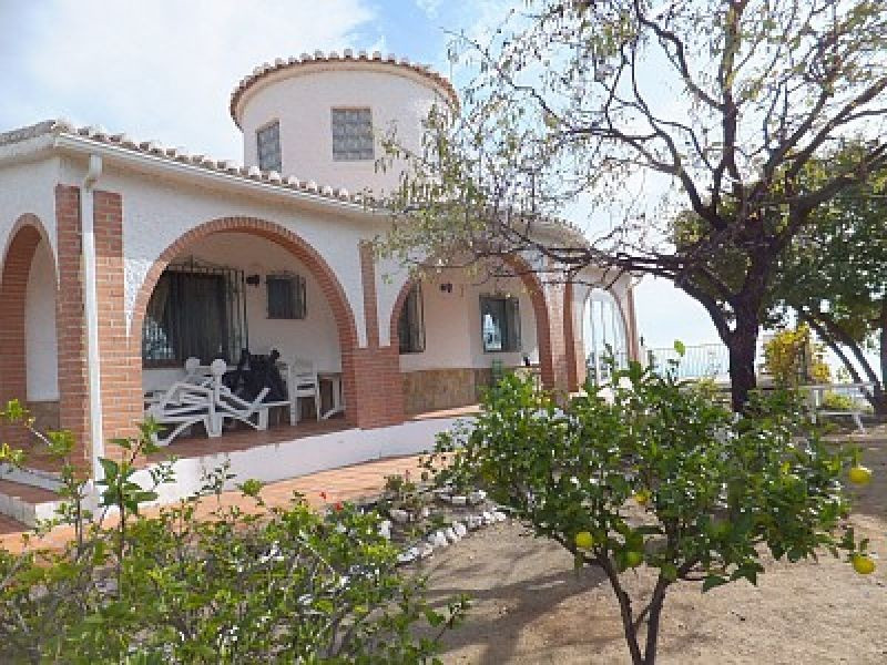 Magnificent villa facing South with great views to the sea and the mountains has a living/dining roo,Spain