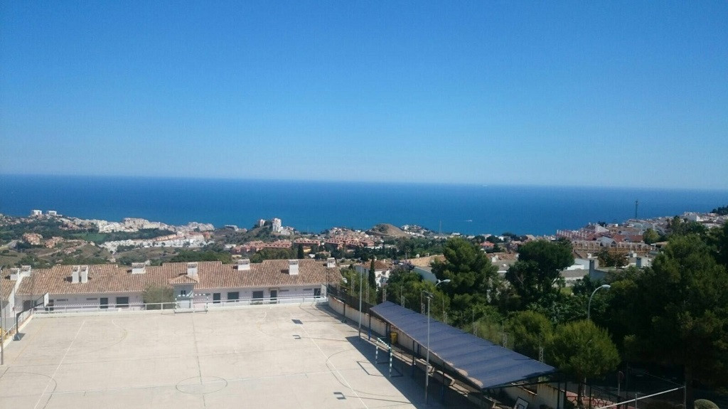 FANTASTIC PENTHOUSE WITH NICE SEA VIEWS located in Benalmadena Pueblo, at only 650 mts from the town,Spain