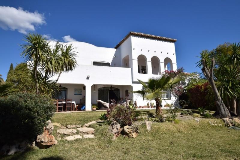 Spacious villa located in a gated community in Jardines de Bel Air, Estepona, walking distance to su,Spain