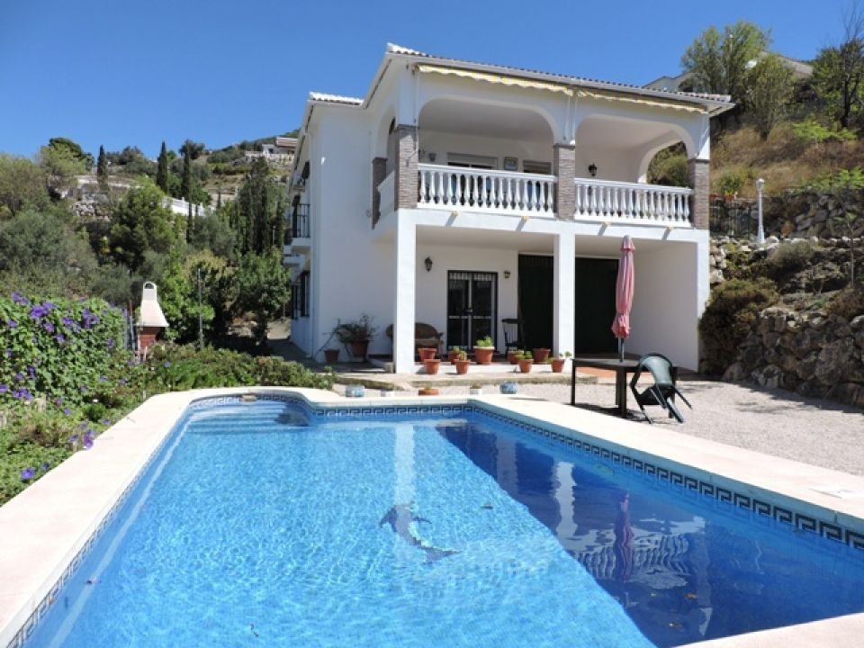 REDUCED FROM 295,000 EUROS. A delightful and spacious country home with good access and situated clo,Spain