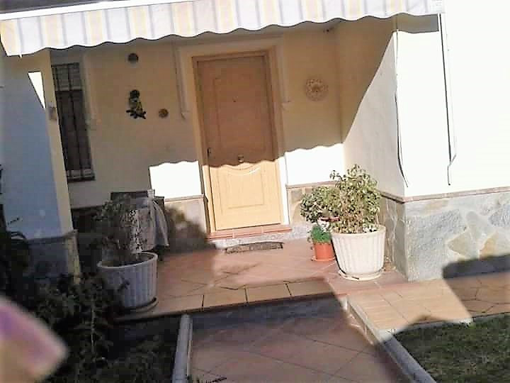 """INDEPENDENT CHALET quiet area, in very good condition, close to everything, very bright all ex, Spain"