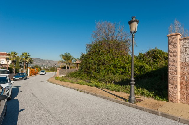 Excellent plot of land found in a residential area just a few minutes walk from the center of Alhaur, Spain