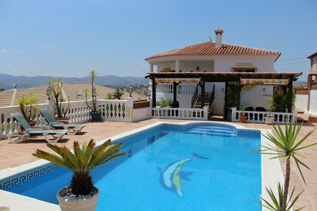 This beautiful Villat with panoramic views to the mountain in Puente Don Manuel consists of a main H,Spain