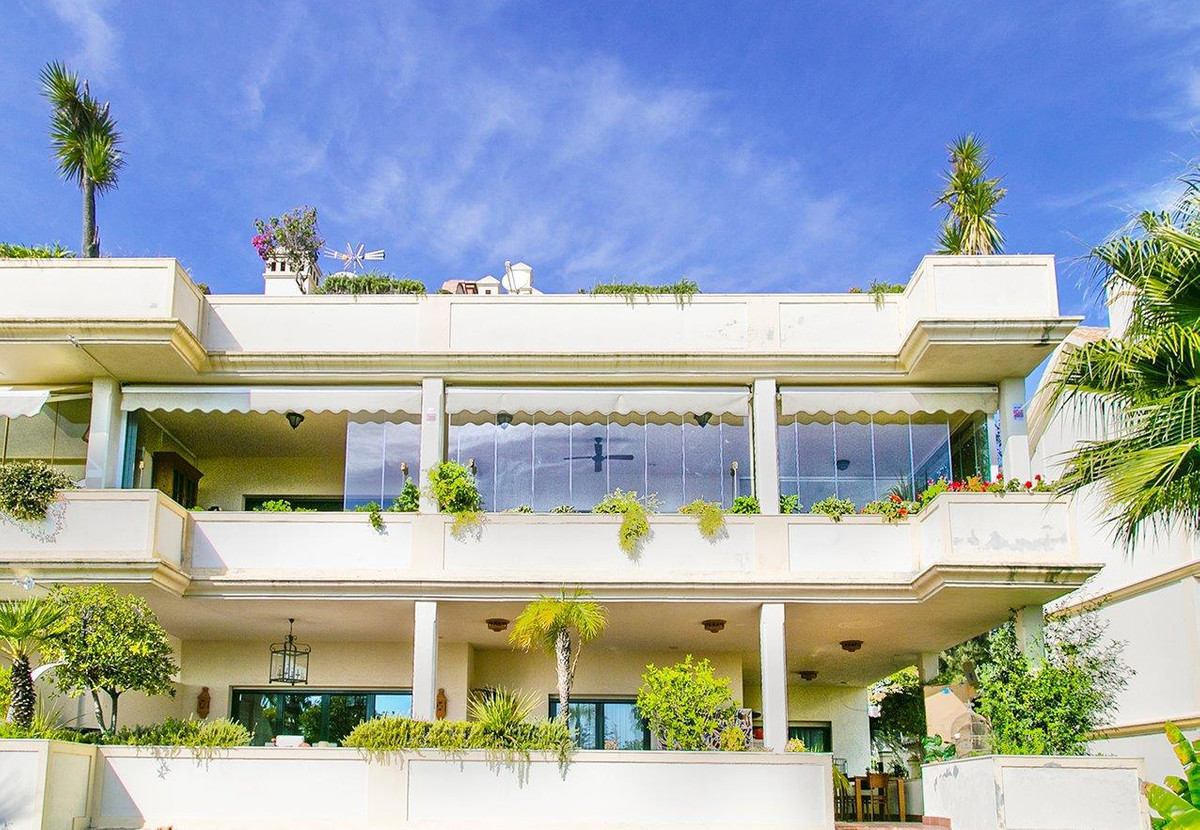 MAJESTIC APARTMENT IN THE HEART OF THE GOLDEN MILE - AMAZING PROPERTY  The property combines 4 Bedro,Spain