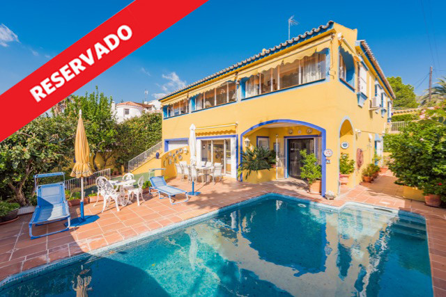 Fantastic independent house with west orientation and located in nueva andalucia, avenida de los gir,Spain