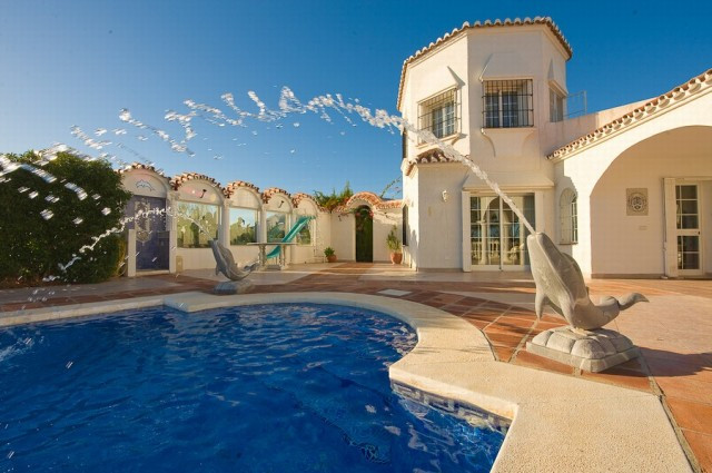 Originally listed for €1,400,000 and recently reduced to €875.000 to help achieve a fast sale. A lux,Spain