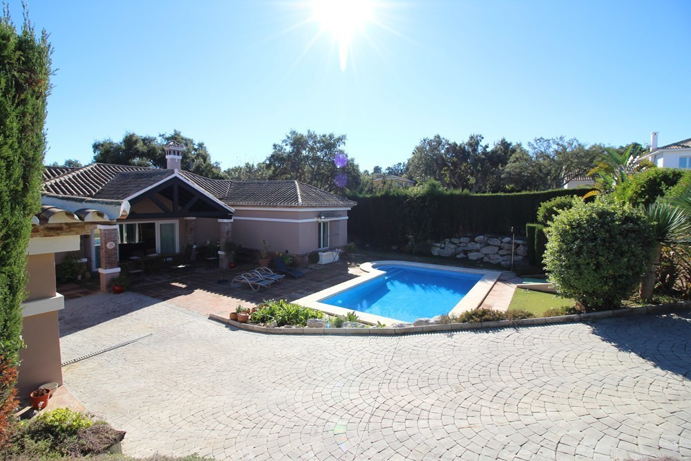 FOUR BEDROOM VILLA IN SOTOGRANDE COSTA.  1.260 m2 plot. Beautiful villa with four bedrooms and four , Spain