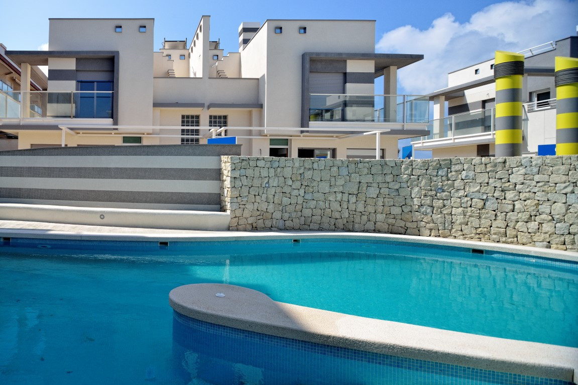 Welcome to this gorgeous 2 bedroom apartment just a stones throw from the beach in Cabo de Palos, Mu, Spain