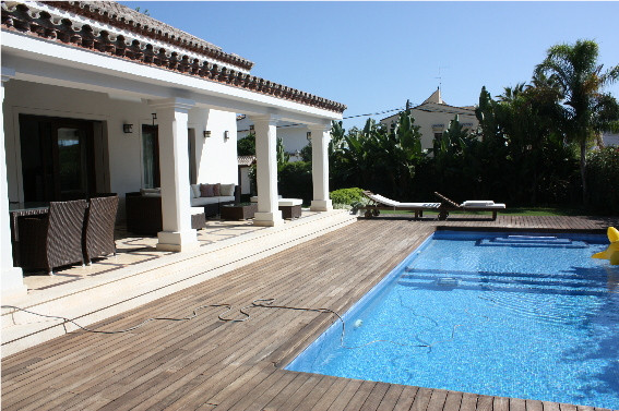 Spacious villa in the center of Marbella! 715 m2 on the plot of 1155 m2, private garden and pool, ul,Spain