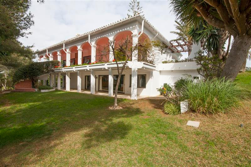 Privately situated villa in la Cala de Mijas, on a large plot of 2.700 square meters with large priv,Spain