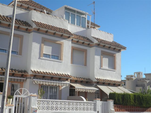 SOUTH FACING 3 BEDROOM BUNGALOW IN ROSALEDA, CLOSE TO THE BEACH. This sis a very sunny house, in two, Spain