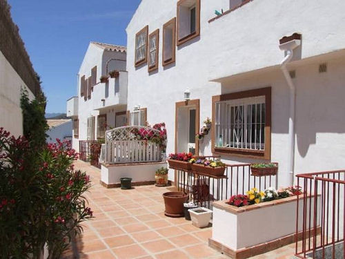 UNIQUE TOWNHOUSE IN RIVIERA DEL SOL  Situated overlooking the Miraflores Golf Driving Range, This &q,Spain