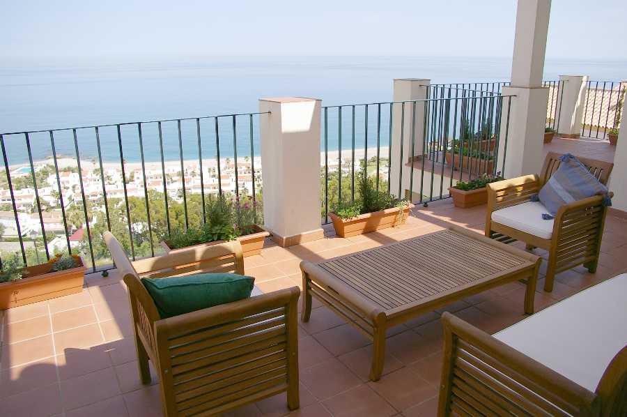 Penthouse,  Near Beach,  Furnished,  Fitted Kitchen,  Parking: Garage,  Pool: Communal Pool,  Garden,Spain