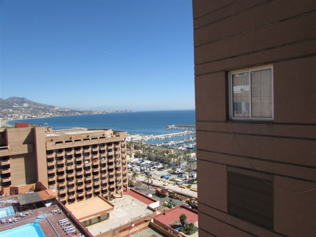 Penthouse in central area of Fuengirola, in front of the harbor, has two bedrooms and chances of ext,Spain