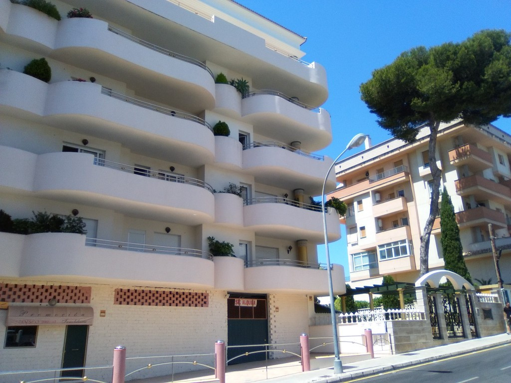 Beautiful two bedroom apartment in Benalmadena-Costa.  Conveniently located within walking distance , Spain