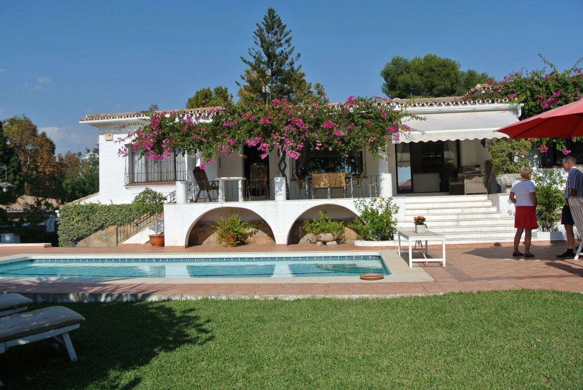Charming, quiet and very private this villa located in the sought after urbanisation of Guadalmina A, Spain