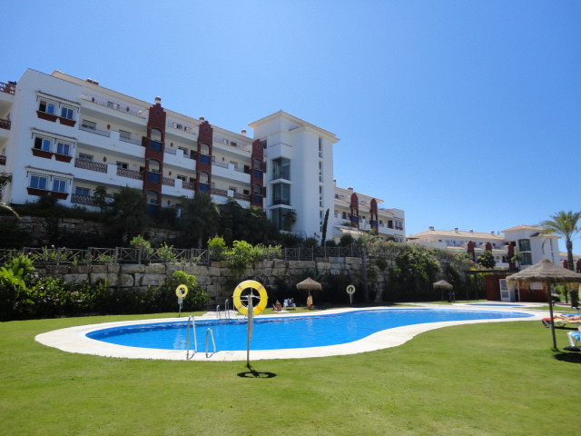 Impeccable apartment located on the first line of golf, consists of 2 bedrooms, 2 bathrooms (one en , Spain