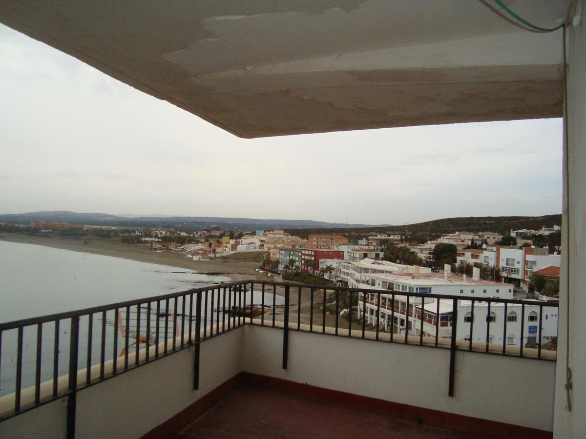 In Torreguadiaro, a magnificent corner apartment for with magnificent views to the sea, the beach, t, Spain