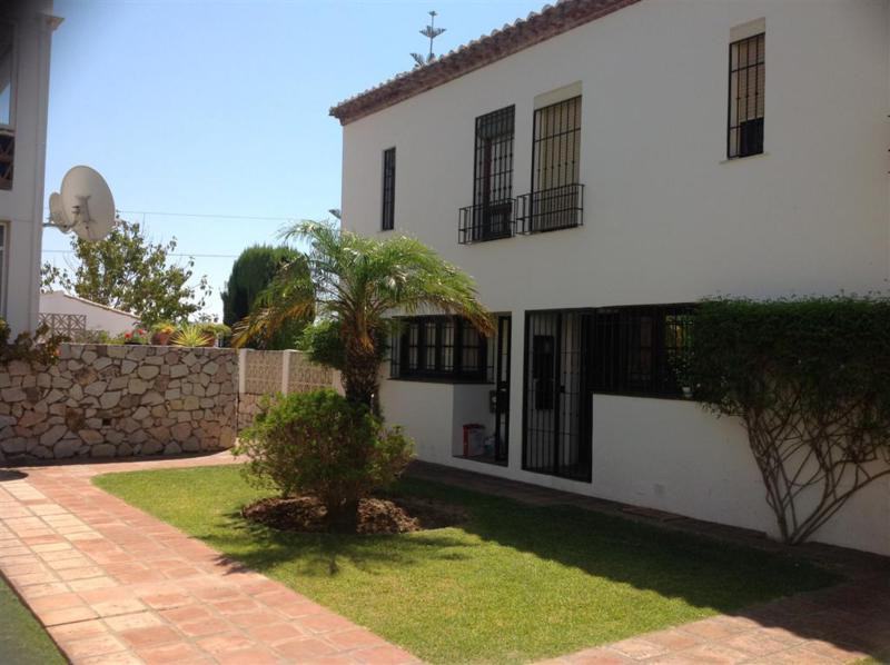 A 2 bedroom corner townhouse in a frontline golf urbanizacion with a private garden and easy access ,Spain